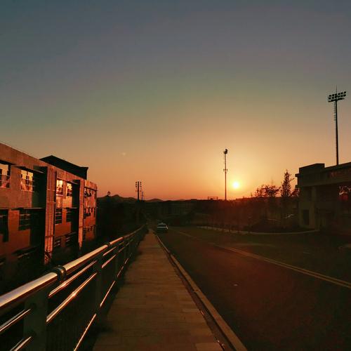 夕阳西下, 一起去爬山吧